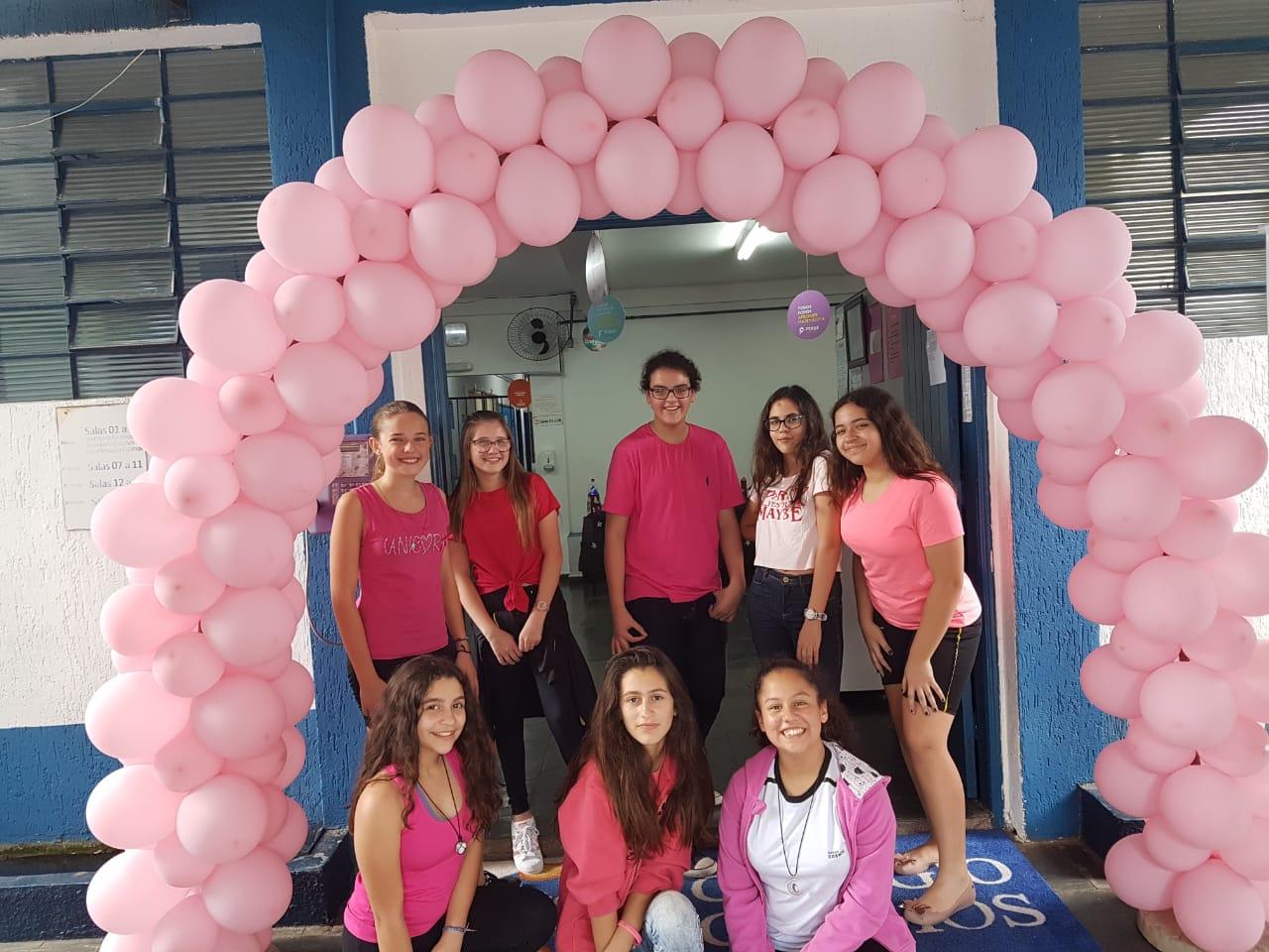 Com o objetivo de promover a conscientização e mobilização da comunidade escolar sobre a importância de cuidar da saúde e bem estar, focando na prevenção do câncer de mama, realizamos hoje (31/10/18) o DIA ROSA, um evento com atividades como café da manhã