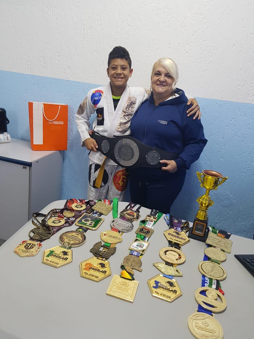 Conquistas de 2018 do nosso aluno Júlio César Suzigan Martins, super campeão de JIU JITSU,  incluindo o título PAN KIDS em Los Angeles! Parabéns! Estamos juntos!
